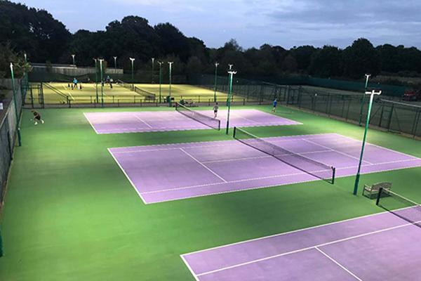 den-cong-nghe-san-tennis